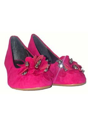 Pink-ruffle-stone